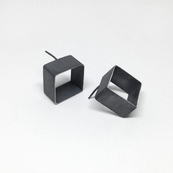 Open cube earrings. Oxidized sterling silver. Jane Pellicciotto