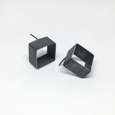 Open cube earrings. Oxidized sterling silver. Jane Pellicciotto